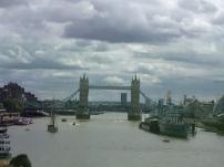 Tower Bridge und ehem. Schlachtschiff, jetzt Museum - London