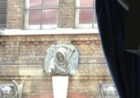 Über dem ehemaligen Eingang zum Dungeon - London